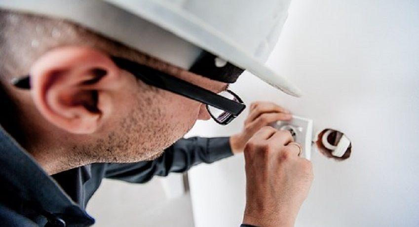 Elektroinstallateur (m/w/d) mit Gesellenbrief: Ausführung von Elektroinstallationsarbeiten im Bereich Gebäudetechnik, Durchführen von BGV-A3-Prüfungen, etc.