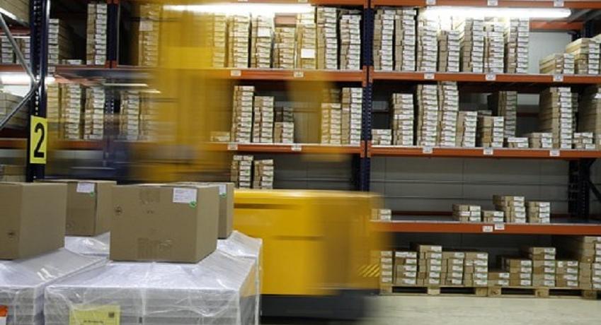 Lagerist (m/w/d) in Hamburg für die Aufgabenbereiche: Kommissionieren, Ware zählen und verpacken, Ware bewegen mit einem Flurfahrzeug.