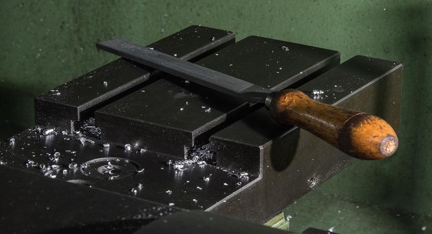 Helfer Metallgewerbe (w/m/d) in der Metallerzeugung und -verarbeitung für allgemeine Zureicharbeiten, mit Erfahrung als Schlosserhelfer, Metallhelfer.