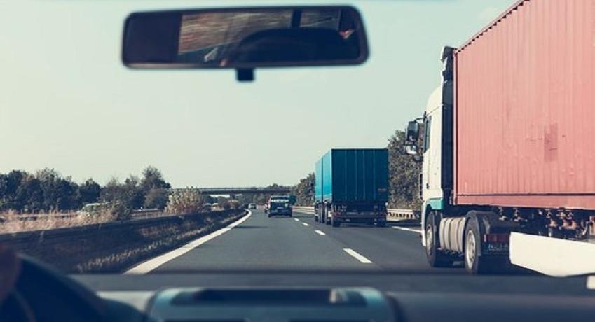 Wir suchen einen LKW Fahrer (w/m/d) in Hamburg mit Führerscheinklasse C1E / alte Kl.3 für Auslieferungsfahrten, zwei mal pro Woche geht es nach Hannover.