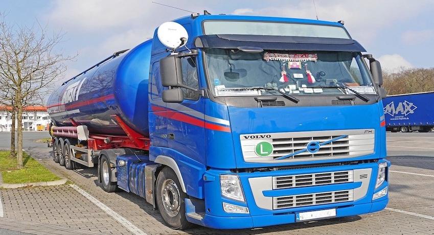 Fahrer Tankzüge (m/w/d) Fernverkehr von Hamburg in die Beneluxstaaten für Tankzüge und Tankcontainer mit ADR-Schein und Zusatzqualifikation.