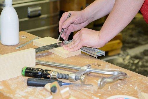 Wir suchen gelernte Tischler in Hamburg (w/m/d) mit Berufserfahrung im Ladenbau, der Fenstermontage, im Möbelbau oder als Bautischler.