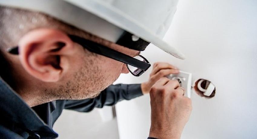 Elektriker (w/m/d) Ahrensburg mit Gesellenbrief und Berufserfahrung für Neuinstallation, Wartung, Reparatur und Altbausanierung.