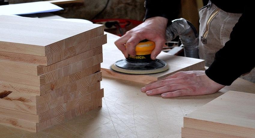 Wir suchen Tischler (w/m/d) in Eidelstedt für verschiedene Bereiche mit Berufserfahrung im Ladenbau, der Fenstermontage, im Möbelbau oder als Bautischler.