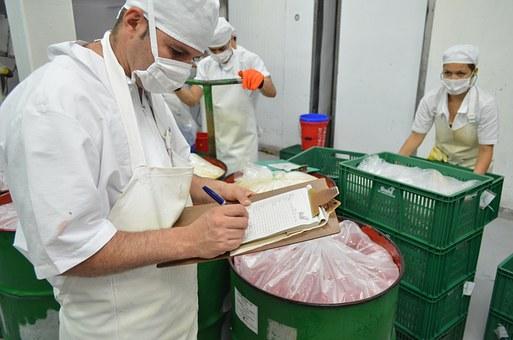 Wir suchen Helfer Produktion (m/w/d) im Raum Harburg für die Lebensmittelherstellung in Vollzeit, Schichtbereitschaft von Vorteil.