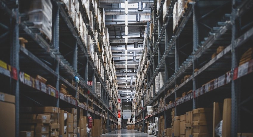 Wir suchen Lagermitarbeiter (m/w/d) in Ahrensburg I Bargteheide für verschiedene Aufgabenbereiche mit Ausbildung zur Fachkraft Lagerlogistik.
