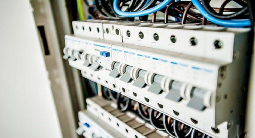 Elektroinstallateur (w/m/d) mit Gesellenbrief: Ausführung von Elektroinstallationsarbeiten im Bereich Gebäudetechnik, Durchführen von BGV-A3-Prüfungen, etc.