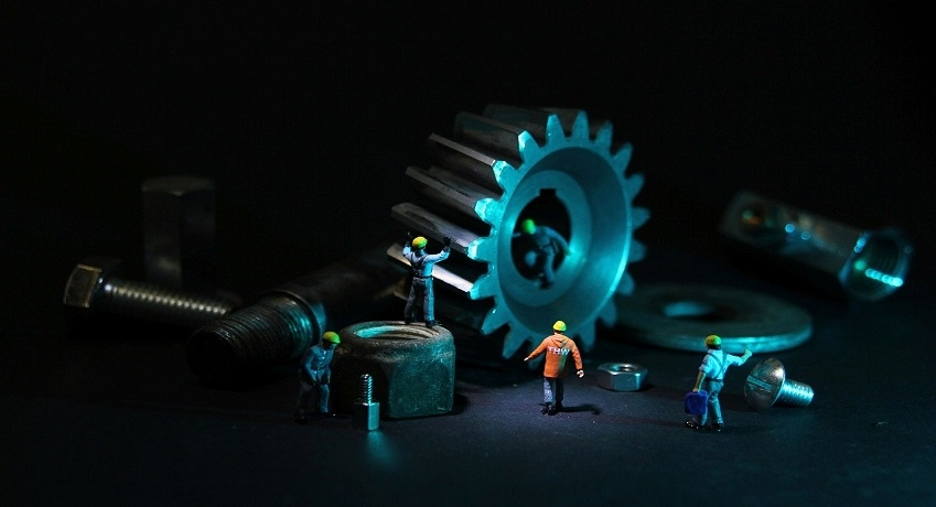 Wir suchen Mechaniker Maschinenbau (m/w/d) Raum Ahrensburg mit Gesellenbrief und Berufserfahrung für Montage und Reparatur von Maschinen und Anlagen.