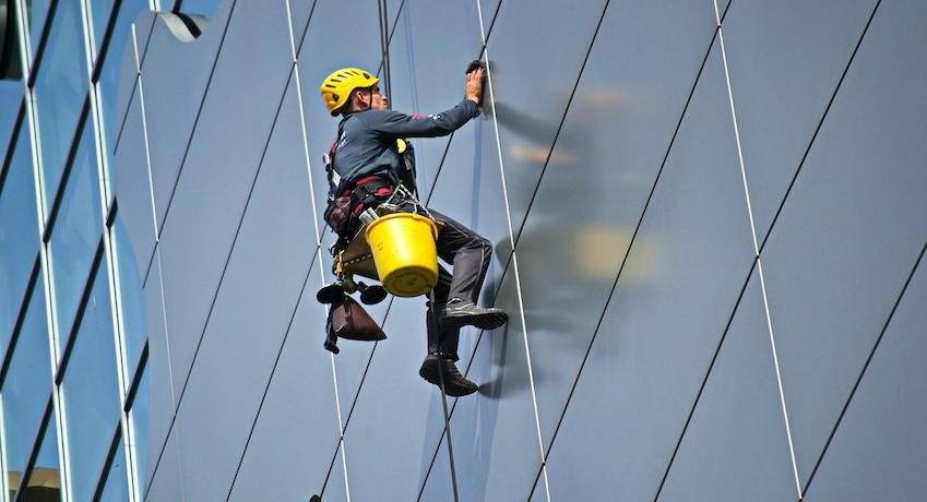 Wir suchen Glasreiniger (w/m/d) Raum Eimsbüttel Stellingen I mit Gesellenbrief und Berufserfahrung I Höhentauglichkeit