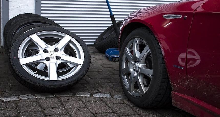 Wir suchen für die Reifenwechselsaison Reifenmonteure (m/w/d) für den langfristigen Einsatz bei unserem Kunden in Vollzeit.